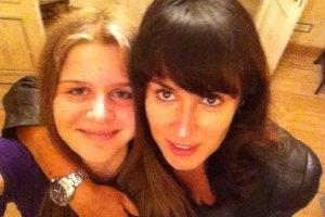 Дочь Канделаки предпочитает общаться с матерью через Интернет