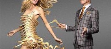 Голая Хайди Клум демонстрирует стройные ножки