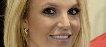 Бритни Спирс подловили на прогулке в грязной одежде