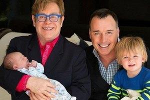 Элтон Джон отпраздновал 66-летие с мужем и детьми