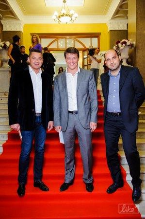 Олег Лисогор с друзьями пришел присмотреть невесту?