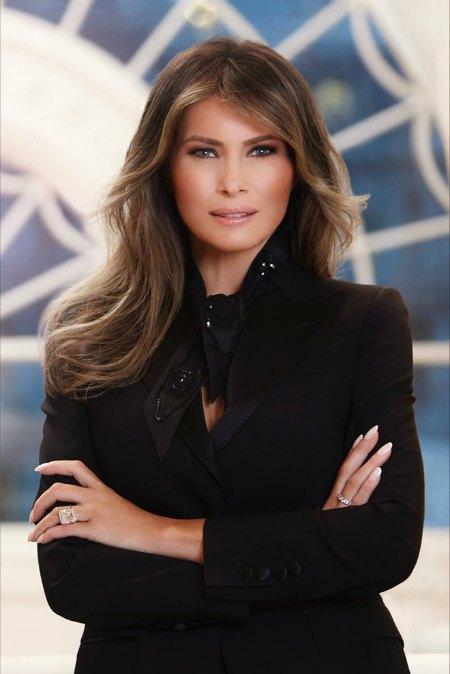 Официальный портрет первой леди США Мелании Трамп