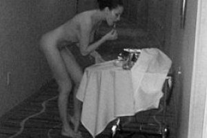 Даша Астафьева гуляла по отелю голышом