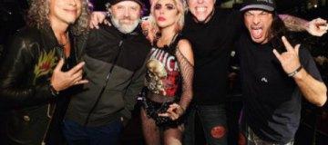 """Леди Гага устроила взрывное шоу с """"Металликой"""""""
