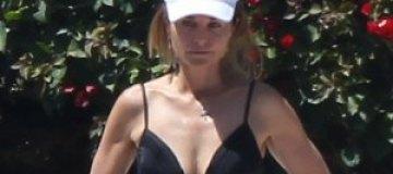 56-летняя жена Шварценеггера показала фигуру на пляже