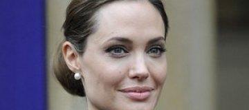 Джоли подарит Питту на 50-летие остров в форме сердца