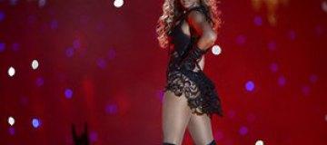 Бейонсе на концерте застряла волосами в вентиляторе