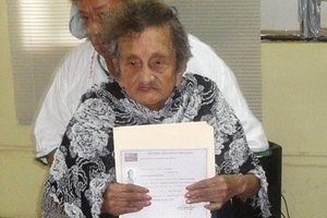 100-летняя мексиканка закончила начальную школу