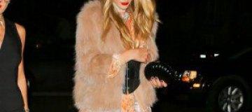 Английская супермодель пришла на Хэллоуин в наряде выпускницы из Павлограда