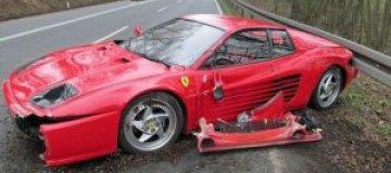 Немец разбил свой Ferrari из-за ежа на дороге