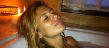 Беременная Виктория Боня сфотографировалась топлесс