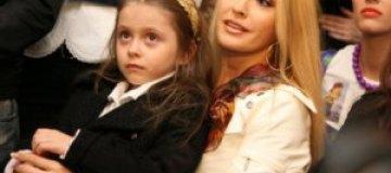 Дочь Сумской 1 сентября прочитает стишок Януковичу