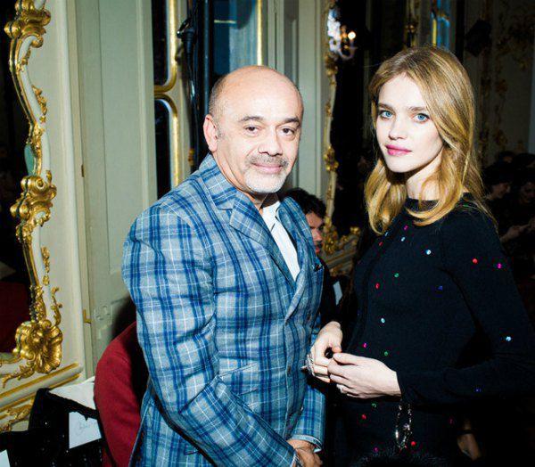 Дизайнер Кристиан Лабутен и модель Наталья Водянова с округлившимся животиком на последней парижской неделе моды