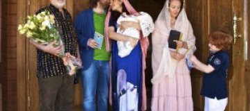 Эвелина Бледанс крестила сына