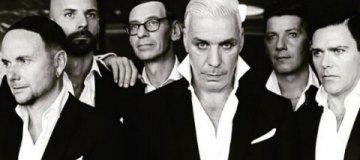 Без огня, зато с монашками: Rammstein заинтриговал фото со съемок нового клипа