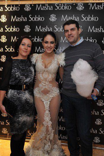 Маша с родителями