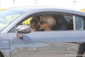 Леди Гага берет уроки вождения