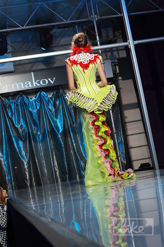 Модель на показе Сергея Ермакова