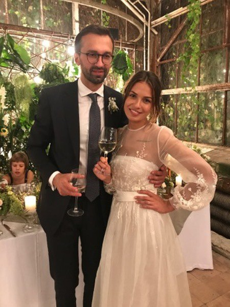 У Насти Топольской есть дочь от первого брака (на фото на заднем плане)