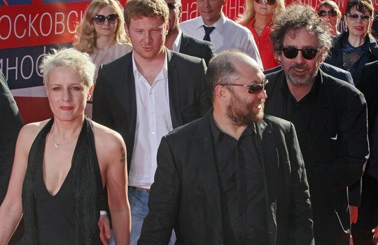 Тимур Бекмамбетов (справа впереди) и Тим Бертон (справа сзади)