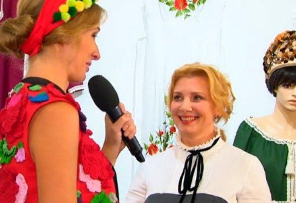 Жена главы СНБО Валентина Турчинова Анна (в центре)