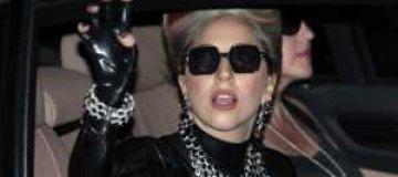 Леди Гага заказала в Австралию самолет с друзьями