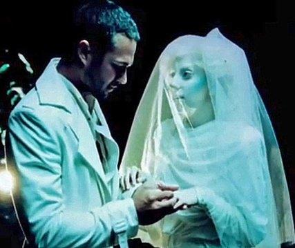 Ранее Леди Гага становилась невестой только в клипах