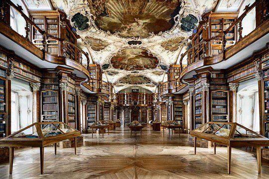 Библиотека монастыря святого Галла в Швейцарии