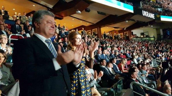 Петр и Марина Порошенко приветствуют украинскую сборную