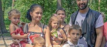 Виталий Козловский спел для деток-переселенцев из зоны АТО