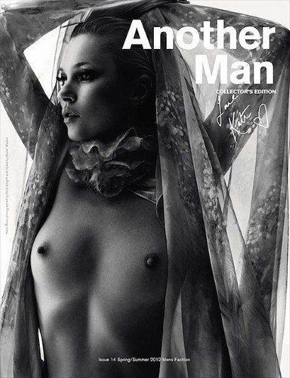 Кейт Мосс снова продемонстрировала свою грудь