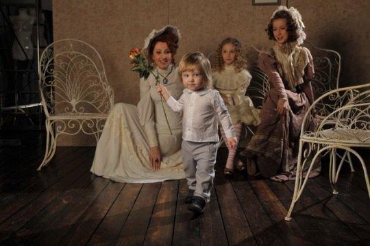 Снежана Егорова с тремя дочерьми