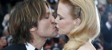 Николь Кидман с мужем целовались на красной дорожке