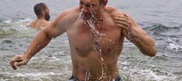 Братья Кличко искупались в Днепре на Крещение