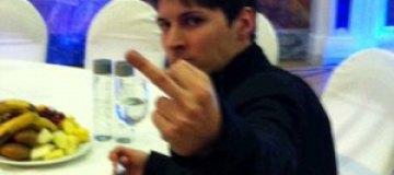 Павел Дуров разбрасывал деньги из окна