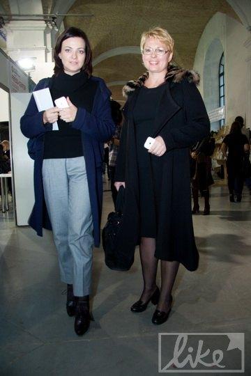 Пресс-секретарь СБУ Марина Остапенко (справа)