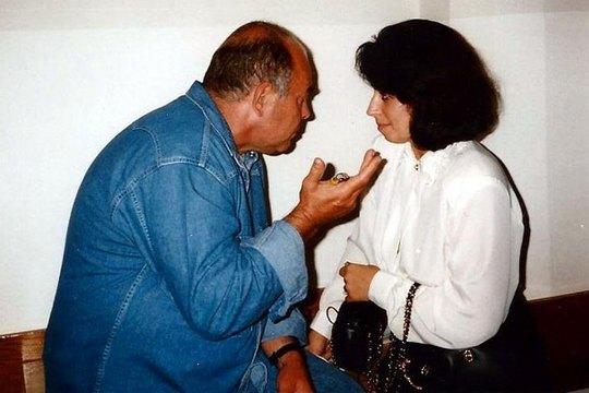 """Анна Герман и Яцек Куронь, один из лидеров польской """"Солидарности"""", в Сейме Республики Польша, Варшава, 1989 год."""