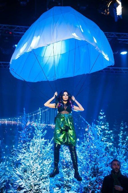 Настя Каменских ради шоу вспомнит свой неудачный прыжок с парашютом