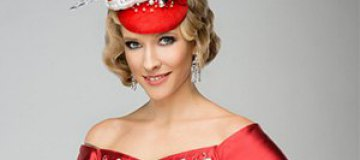 Катя Осадчая снялась для глянца с откровенным декольте