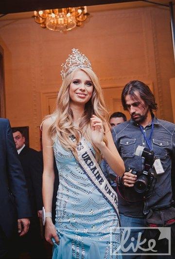 """Победительница конкурса """"Мисс Украина Вселенная-2012"""" Анастасия Чернова"""
