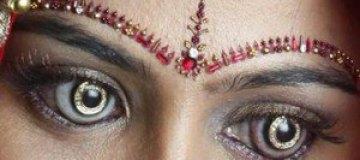В Индии для девушек изобрели бриллиантовые линзы