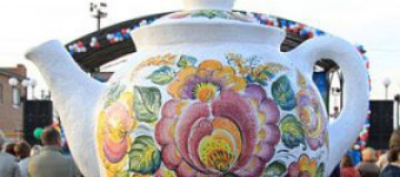 Самым большим олимпийским сувениром стал двухметровый чайник