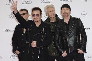 """Музыкант """"U2"""" упал со сцены во время концерта"""