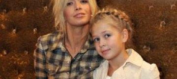 Двухлетняя дочь Брежневой растет на картинах Да Винчи