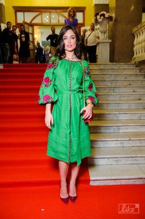 Ирина Журавская, приезжая в Киев, носит модную платье-вышиванку