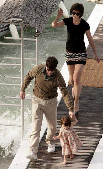 Том Круз с женой Кэти Холмс и дочкой Сури Круз на отдыхе летом 2007 года