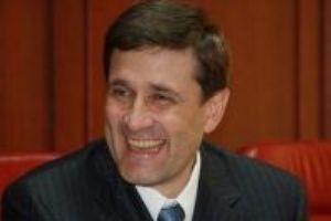 Донецкий губернатор пришел поддержать замерзших бездомных в шапке за 2900 евро