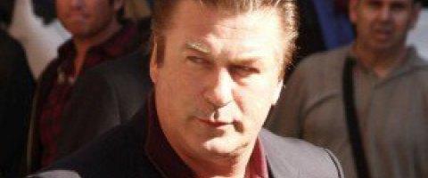 Алек Болдуин признал себя виновным в драке и согласился пройти курс управления гневом