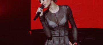 Ева Бушмина вышла на сцену в нижнем белье