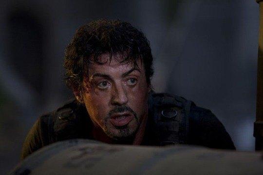 """Теперь Сталлоне придется отстаивать свой сценарий в суде (кадр из фильма """"Неудержимые"""", 2010 г.)"""